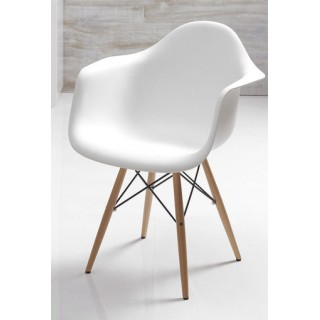 Chaise blanche scandinave...