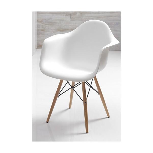 Chaise blanche scandinave avec accoudoirs